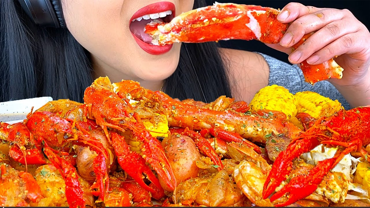 ASMR GIANT SEAFOOD BOIL *King Crab, Crawfish, Shrimp Mukbang 먹방 (Eating Sounds) NO TALKING