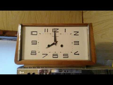 часовой бой настольных часов янтарь