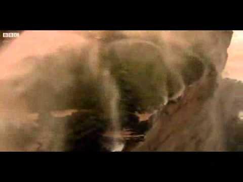 Kỳ vĩ thác nước chảy ngược như trong thần thoại.flv