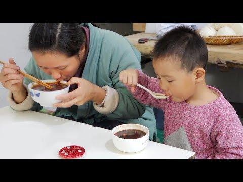 红枣这样吃味美有营养,农村妈妈巧搭配,三岁小宝宝吃的真过瘾!
