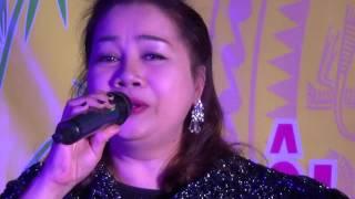 Chị gái hát mà như rót mật vào lòng người vậy