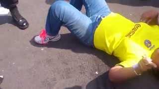 Mujer revendedora enloquece contra policias