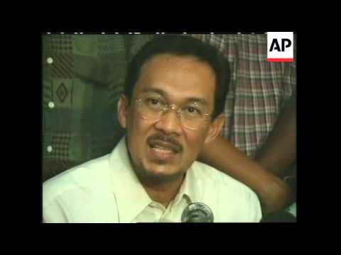 MALAYSIA: SACKED DEPUTY PRIME MINISTER ANWAR WINNING SUPPORTERS