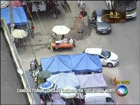 Camelôs tomam conta de calçadas em Taguatinga