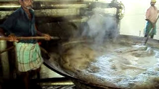 time cooking for sugar cane juice to get jaggery , brown sugar ,indonesia sugarcane juice boiling