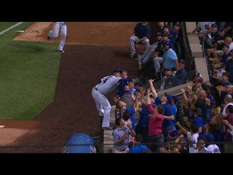 Rizzo makes a great catch in foul territory