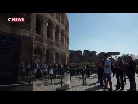 Coronavirus: les touristes continuent d'affluer à Rome