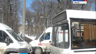 Пензенец головой разбил лобовое стекло автобуса(, 2014-04-02T12:05:29.000Z)