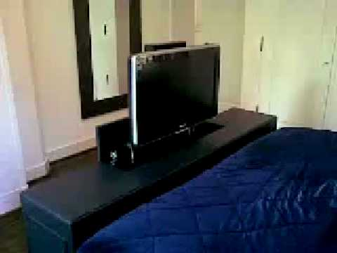design lcd tv lift meubel voeteneinde bed klink osse b v youtube. Black Bedroom Furniture Sets. Home Design Ideas