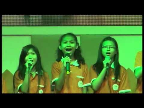 Paduan Suara Kls 6 MALAM KUDUS DI LANGIT BERTABURAN Natal Sekolah Bethel 18Des2015 GBI Tasikmalaya