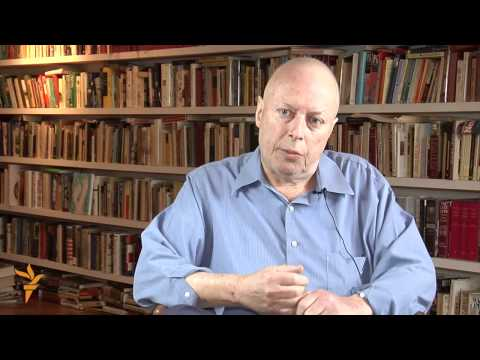 Christopher Hitchens - 'A Revolutionary Life' (Radio Free Europe/Radio Liberty)