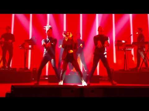 Christine and the Queens - science-fiction et chaka khan-  roundhouse 3 mai 2016 (3)
