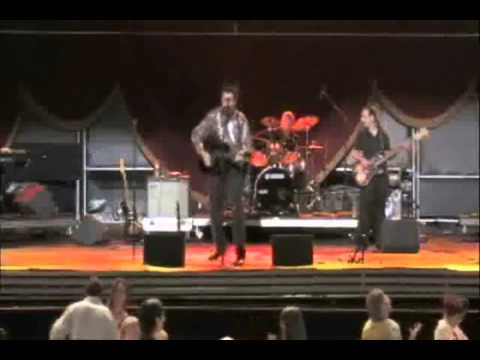 Steve Waddington sings Neil Diamond