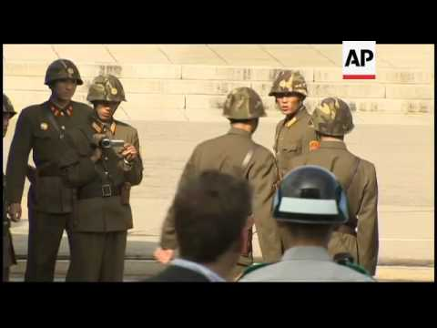 President Santos visits DMZ, war memorial