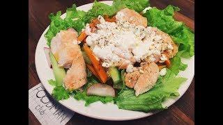 Тёплый салат с курицей и творогом: рецепт от Foodman.club