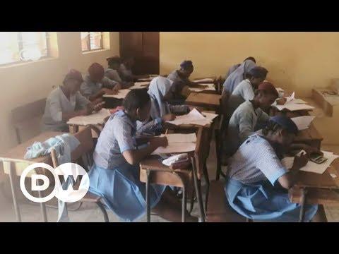 Reusable sanitary pads help Nigerian schoolgirls | DW English