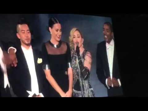 Madonna nalgueó a Katy Perry