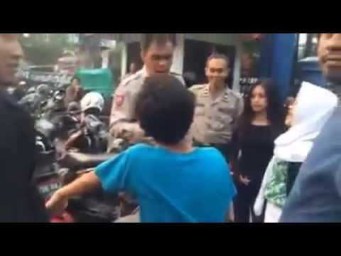 Anak SMP Naik Ninja 250R bonceng 2 cewek tak punya SIM & STNK lolos tilang thumbnail
