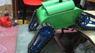 Robot địa hình bốn bánh xích đầu tiên tại Việt Nam.