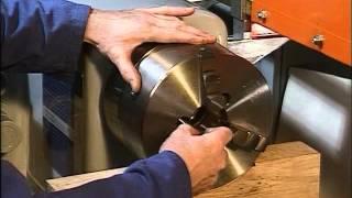 Usinage - Déposer ou monter un mandrin trois mors sur un tour parallèle