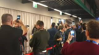 RICCHI E POVERI: l'ingresso da star nella sala stampa di Sanremo 2020