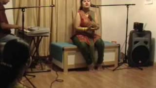 """Vydehi singing """"Athivo Allathivo"""" (Ragam: Madhyamavathi)"""