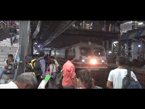 Lokshakti Express Arrives At Borivali In Style & Brings The Station Alive - With Life & Spirit !!