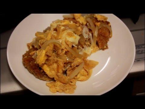 麺つゆでかつ丼 A soup bowl and noodles