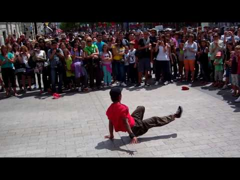 Amazing French breakdancing on the Champs Elysees