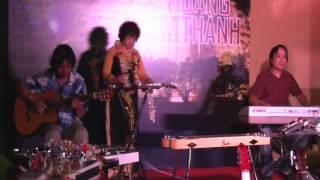 Phố nghèo - guitar Hawaii Bùi Bạch Liên tại Hoàng Thành Thăng Long