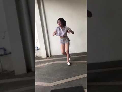 """Điệu Nhảy Gây Sốt Của Cô Gái đến từ """"Cam Rank"""""""