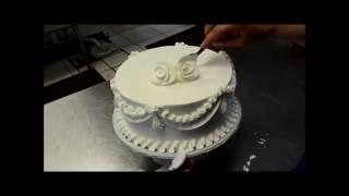 Украшение тортов | Как украсить торт на свадьбу за 5 минут(Видео урок о том, как украсить свадебный торт розами и цветами из крема. Вместе мы будем украшать торт на..., 2016-08-16T14:02:53.000Z)