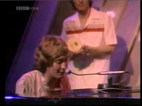 Chris Rea - Fool If You Think Its Over