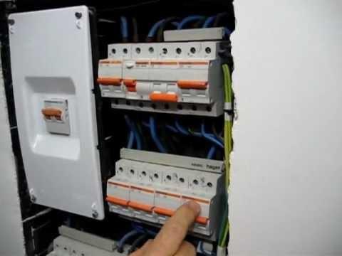 Cuadro general el ctrico de una vivienda i youtube for Cuadro electrico componentes
