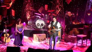 Watch Vince Gill The Christmas Song video