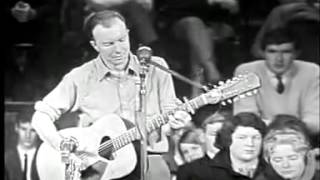 Pete Seeger - The Bells Of Rhymney - Live in Australia 1964