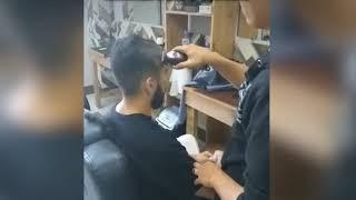 Мужчина заставил парикмахеров барбершопа побриться налысо из-за плохой прически сына