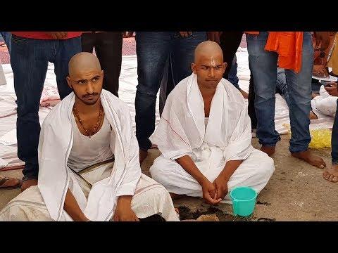 Varanasi में वीसी का विरोध, संस्कृत विवि छात्रों ने मुंडवाया सिर