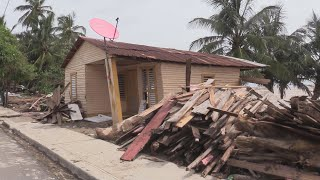 Cientos de dominicanos ven destruidas sus frágiles viviendas por ciclón