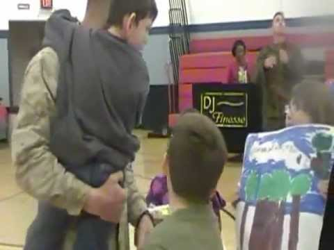 Marine's son walks to him for the first time when he returns home!