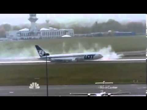 Polish Pilot lands plane without its wheels