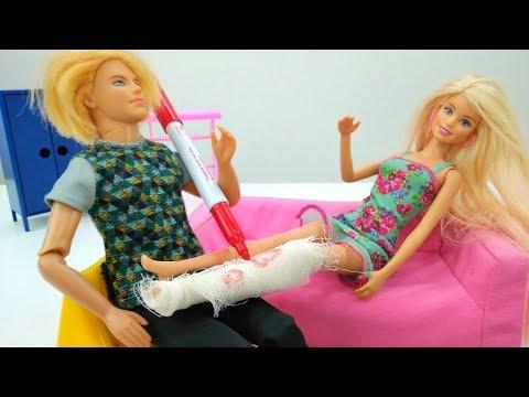 Lustige Schule mit Puppen. Barbie braucht Hilfe. Spielzeugvideo für Mädchen.