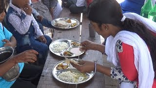 Lunch Only 50 rs Besides Agra Fort  ( 2 Roti Rice & Vegetables ) | IN Street Food