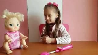Мелисса играет с куклой Baby Alive / Видео для детей