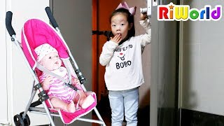 Cute Baby at My Door  Nursery rhymes for kids  RIWORLD 문 앞에 아기가 있어요! 리원이의 신나는 아기돌보기 인형놀이