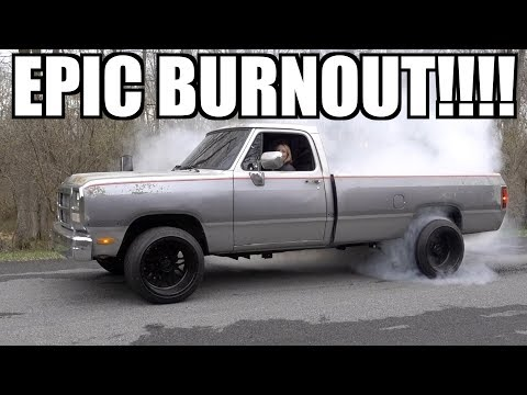 Wife does HER FIRST BURNOUT EVER!!!!