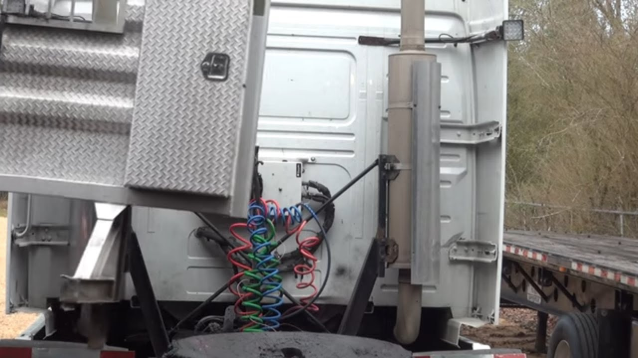 installing the headache rack on the new volvo vnl 780