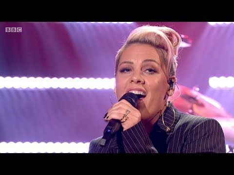 P!nk - What About Us (Graham Norton Show, 1/12/2017) HD