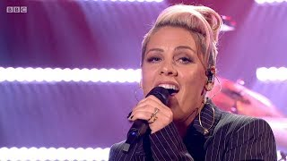 Baixar P!nk - What About Us (Graham Norton Show, 1/12/2017) HD