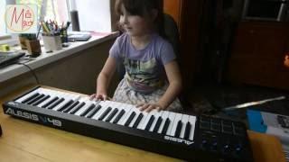 У Маші нове піаніно! Розпакування міді клавіатури Alesis V49